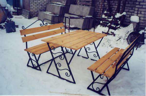 Садовый столик из металла
